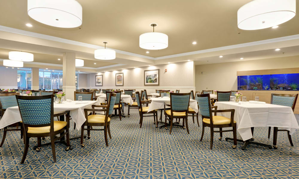 Mountlake Terrace Plaza offers a dining area in Mountlake Terrace, Washington