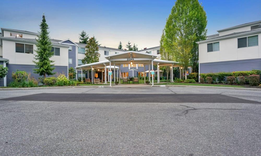 Front entrance at Mountlake Terrace Plaza in Mountlake Terrace, Washington