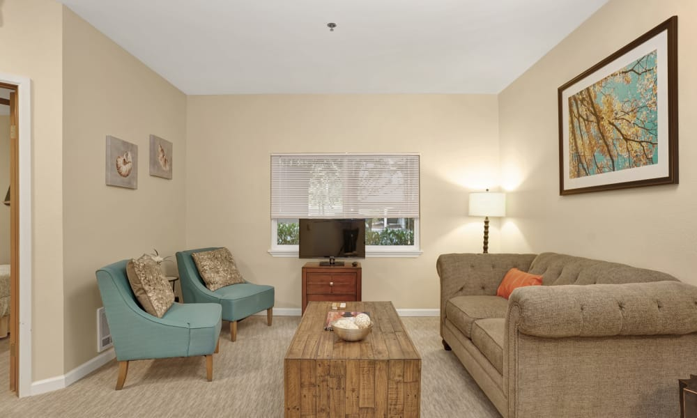 Living room at Island House Assisted Living in Mercer Island, Washington