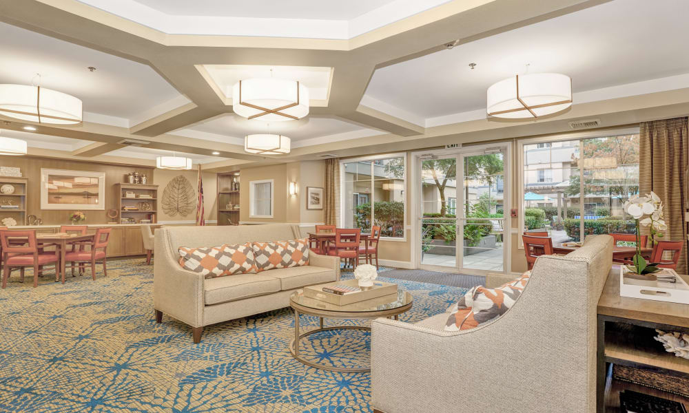 Lounge area at Island House Assisted Living in Mercer Island, Washington