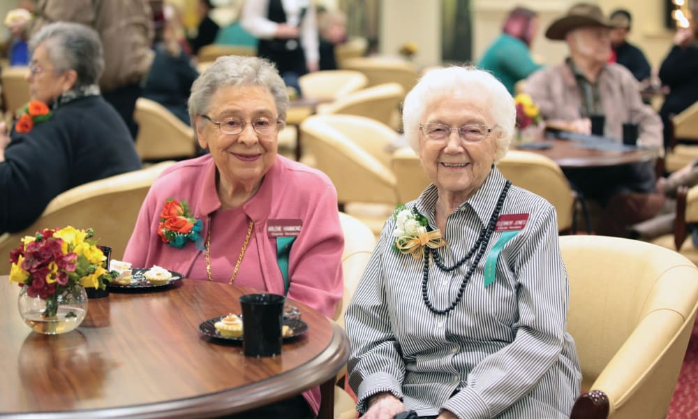 Two residents in the dining room at Glenmoore Gracious Retirement Living in Happy Valley, Oregon