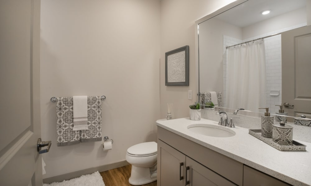 Alta Easterly offers a cozy bathroom in East Walpole, Massachusetts