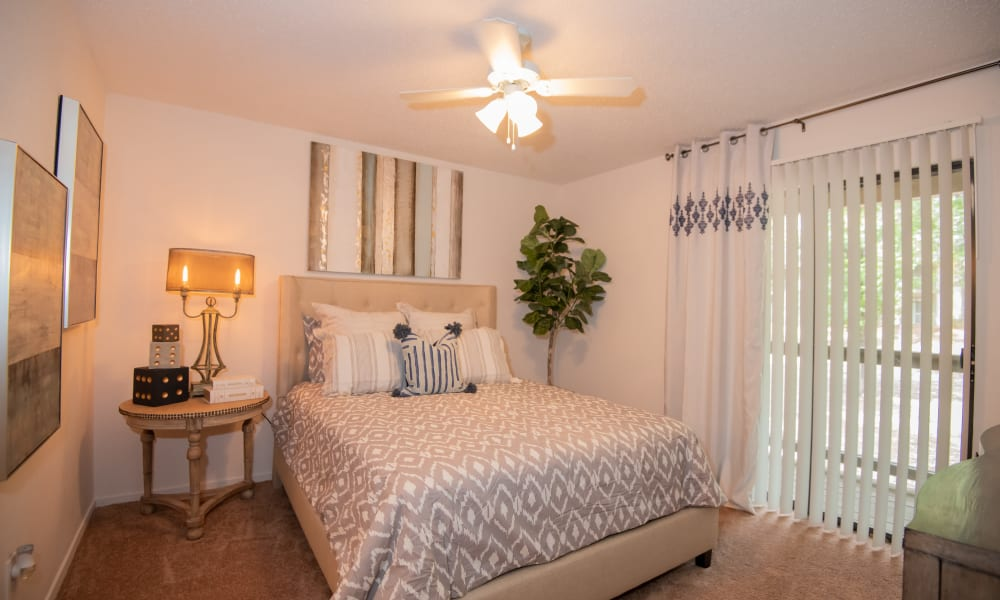 An apartment bedroom at The Trace of Ridgeland in Ridgeland, MS