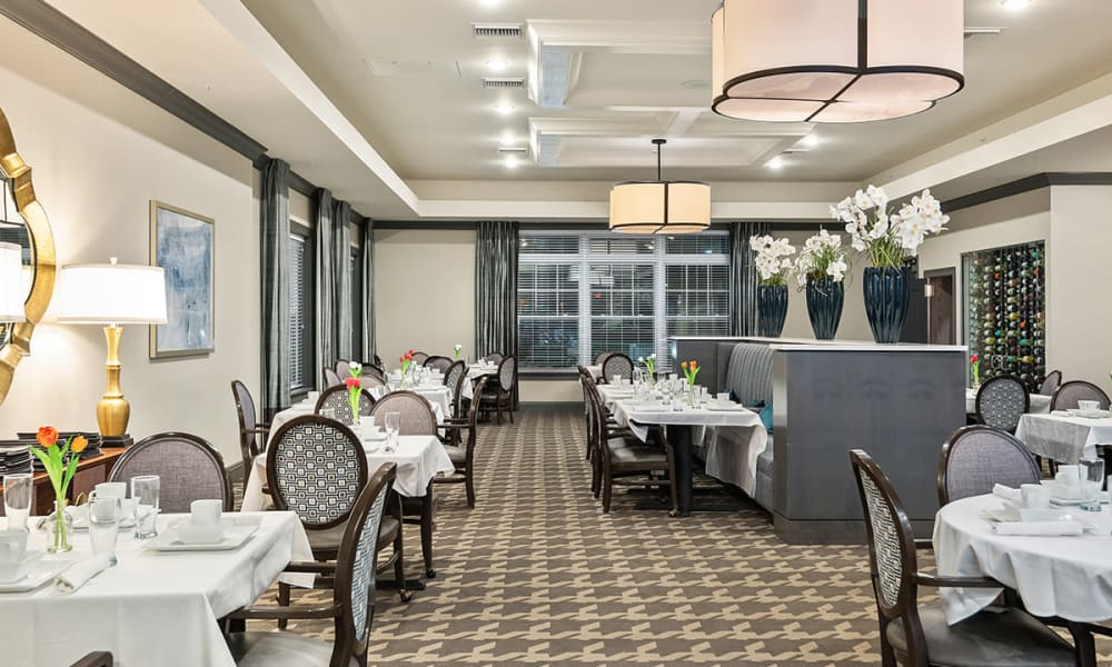 Elegant Dining Room at Stonecrest of Troy in Troy