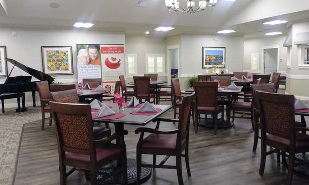 Open dining hall at The Arbors at Harmony Gardens in Warrensburg, Missouri