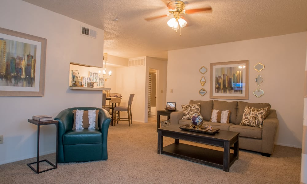 Living room with a ceiling fan at Cimarron Pointe Apartments in Oklahoma City, Oklahoma