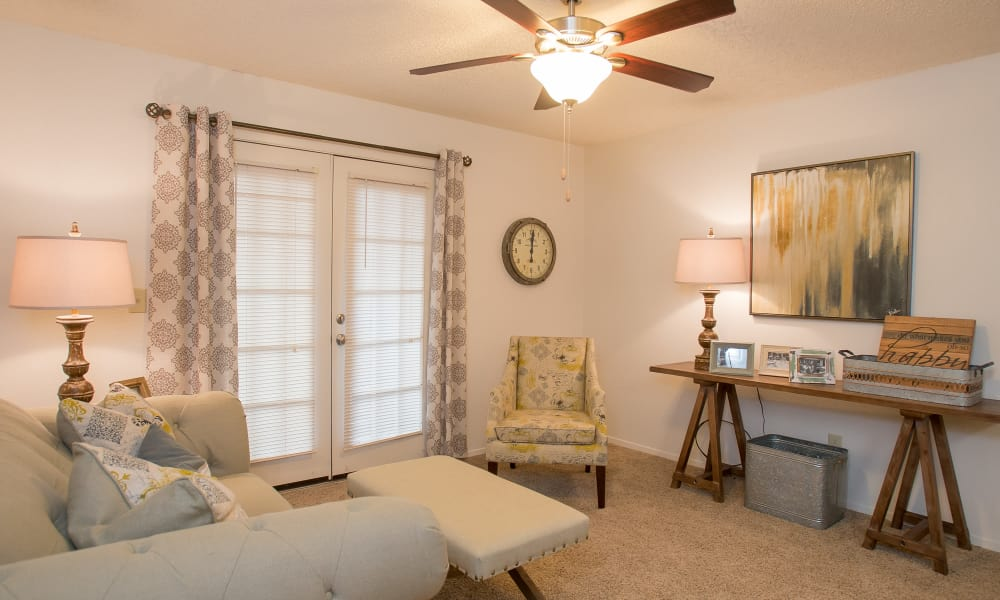Bright living room at Cimarron Pointe Apartments in Oklahoma City, Oklahoma