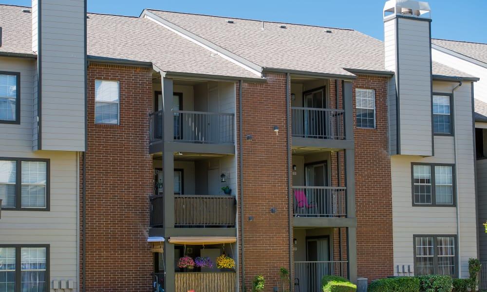 A row of apartments at Hunter's Ridge in Oklahoma City, OK