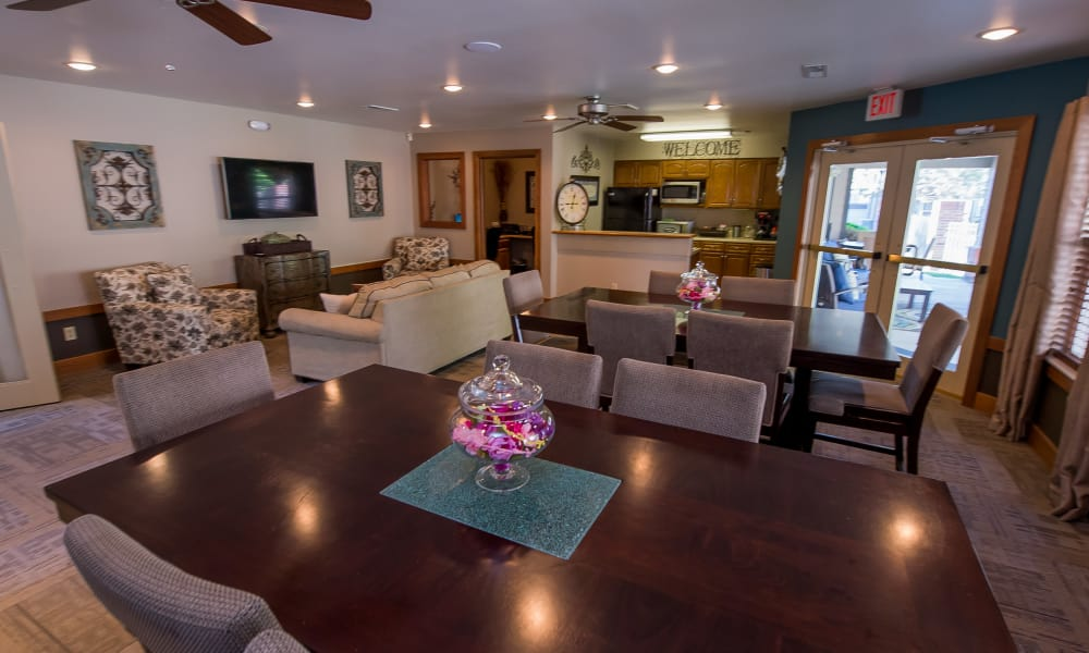 Dining area in Huntington Park Apartments' clubhouse  in Wichita, Kansas
