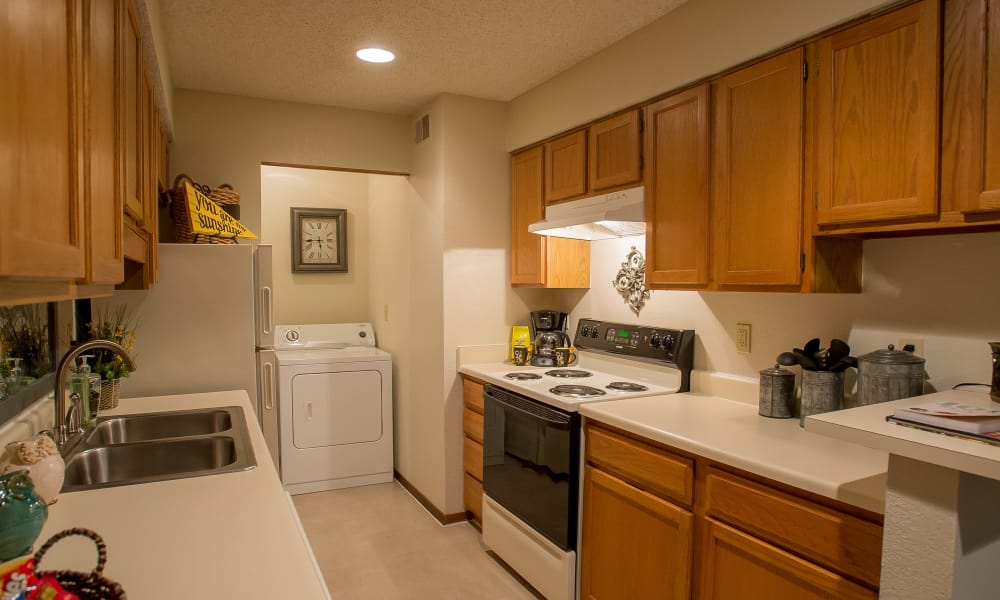 Polo Run Apartments offers fully equipped kitchens in Tulsa, Oklahoma