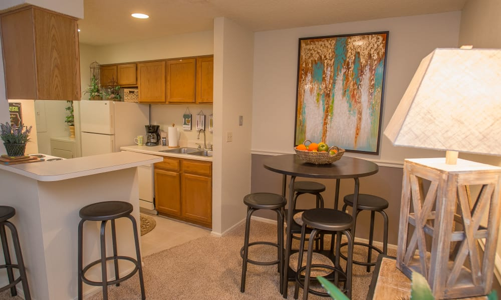Dining area at Polo Run Apartments in Tulsa, Oklahoma