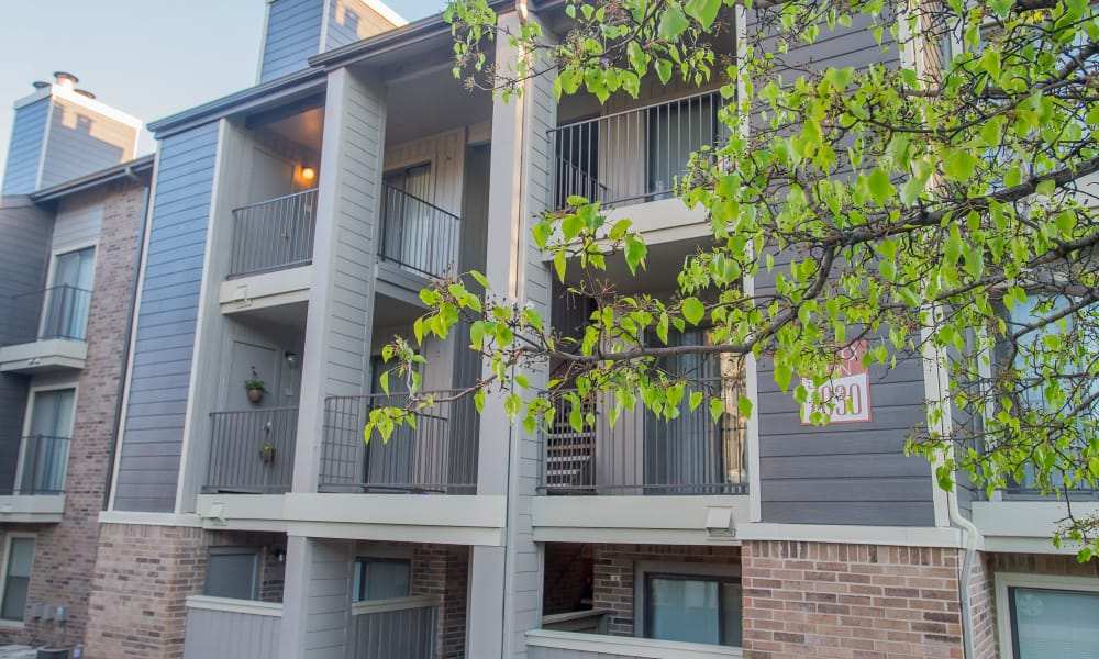 Polo Run Apartments offers beautiful apartment buildings in Tulsa, Oklahoma