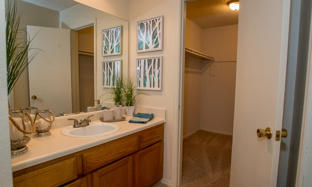 Polo Run Apartments offers spacious bathrooms in Tulsa, Oklahoma
