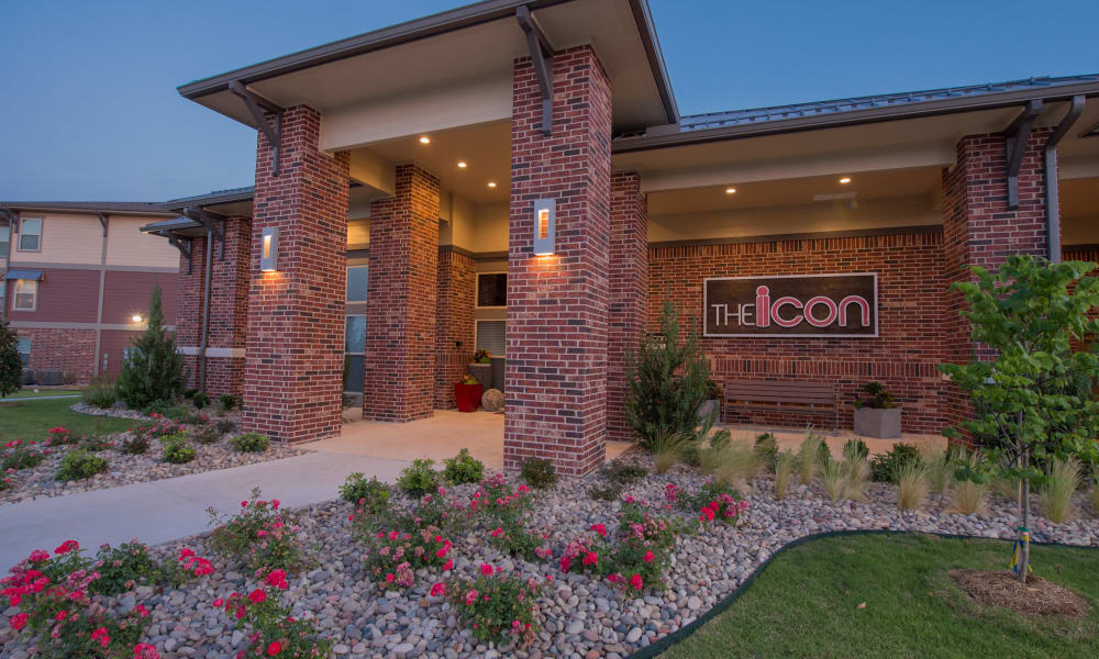 Entrance to Icon at Hewitt in Hewitt, Texas