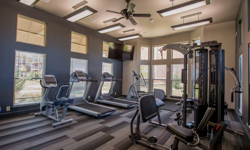 Icon at Hewitt offers a fitness center in Hewitt, Texas