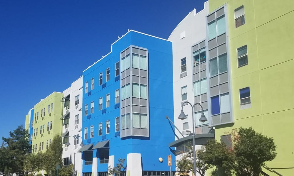 Building Exterior at Courtyard Centre Apartments in Reno, NV