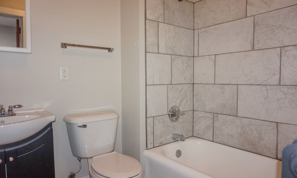 Bathroom with a bathtub at Ingersoll Flats in Des Moines, Iowa