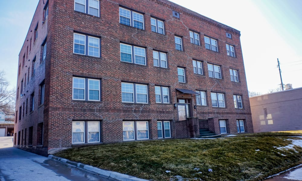 Outside view of Ingersoll Flats in Des Moines, Iowa