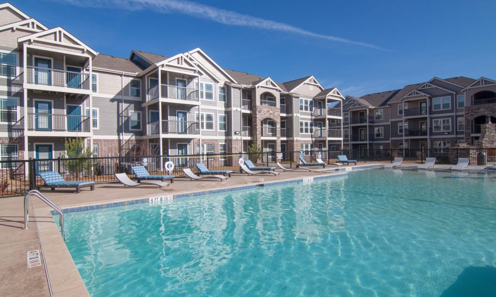 Swimming pool at Scissortail Crossing Apartments in Broken Arrow, Oklahoma