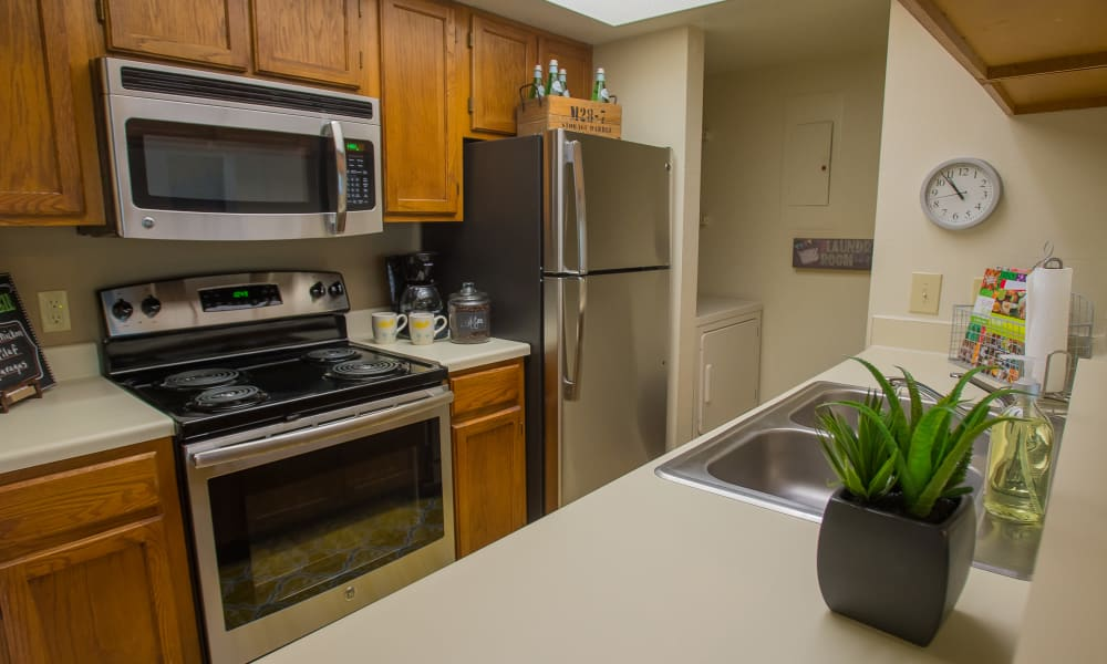 Fully equipped kitchen at Sheridan Pond in Tulsa, Oklahoma