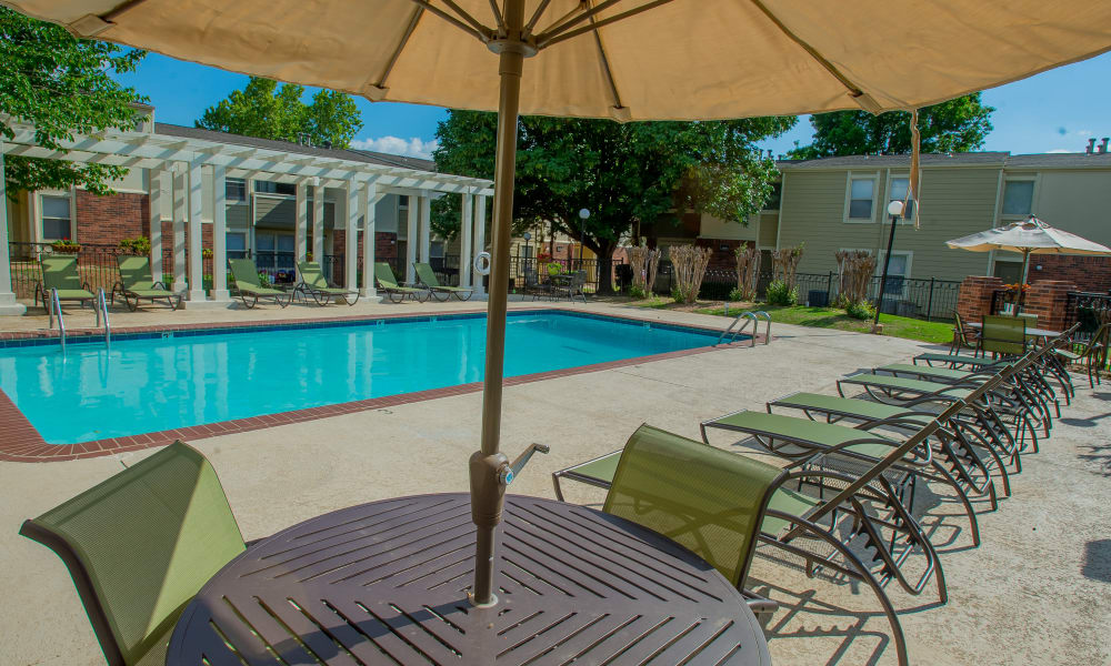 Poolside seating at Summerfield Place Apartments in Oklahoma City, Oklahoma