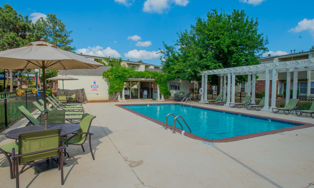 Luxury swimming pool at Summerfield Place Apartments in Oklahoma City, Oklahoma