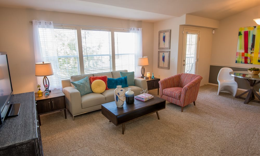 An apartment living room at Villas at Aspen Park in Broken Arrow, Oklahoma