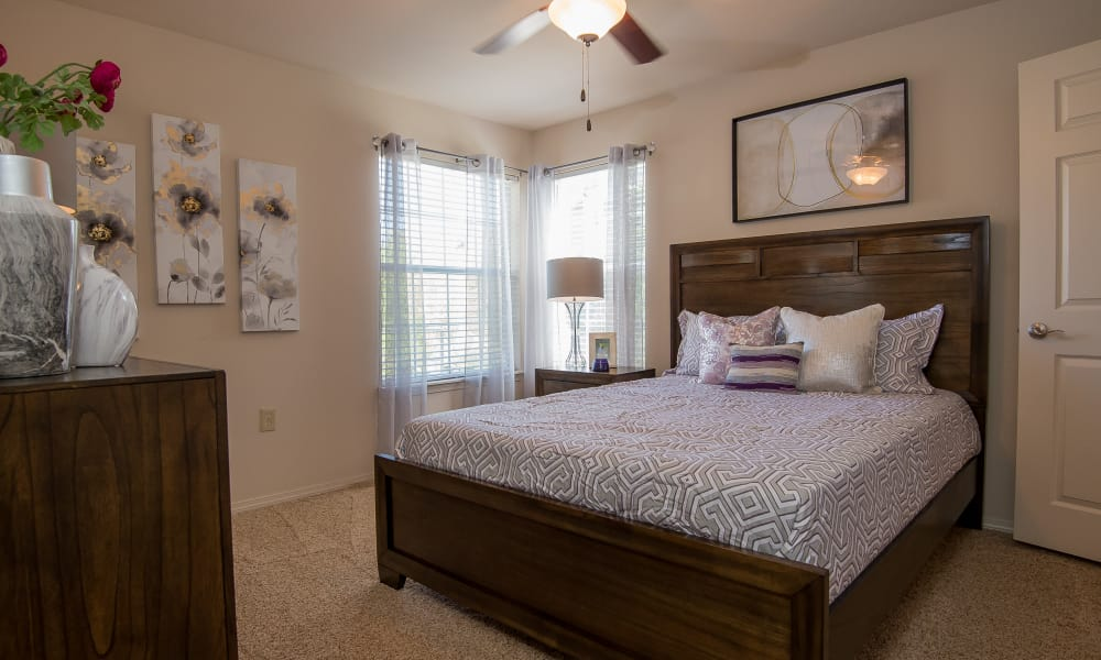 An apartment bedroom at Villas at Aspen Park in Broken Arrow, Oklahoma