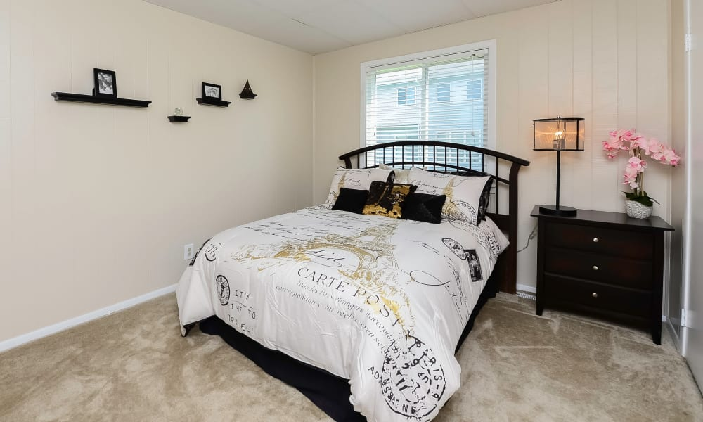 Bedroom at Oxford Manor Apartments & Townhomes in Mechanicsburg, PA