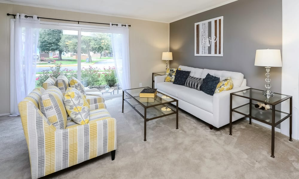 Living area at Oxford Manor Apartments & Townhomes in Mechanicsburg, PA