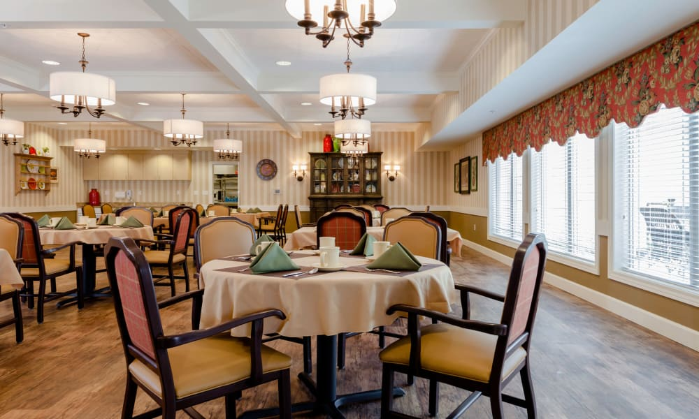Dining hall at Robinwood Landing Alzheimer's Special Care Center in Lansing, MI