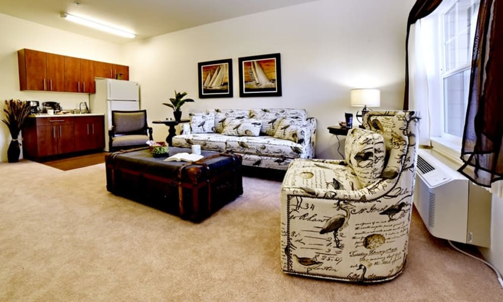A spacious living room and open kitchen at Sanford Estates Gracious Retirement Living in Roswell, Georgia