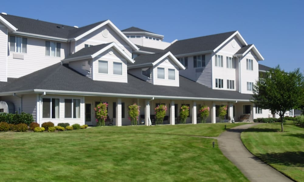 Building exterior and paved walkway at Somerset Lodge in Gladstone, Oregon