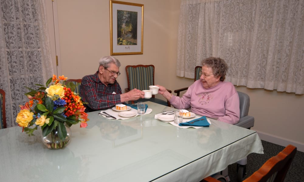 Senior couple dining at Chestnut Knoll in Boyertown, Pennsylvania