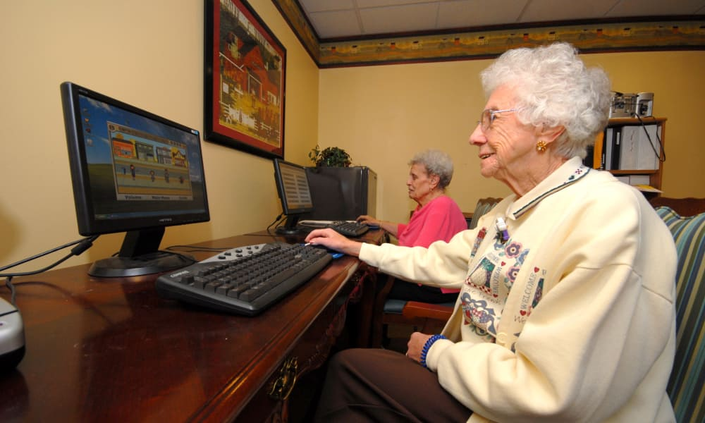 Resident using the computer at Chestnut Knoll in Boyertown, Pennsylvania