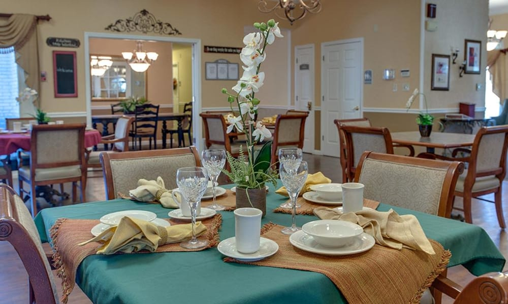 Family style dining at The Arbors at WestRidge Place Senior Living in Sikeston, Missouri
