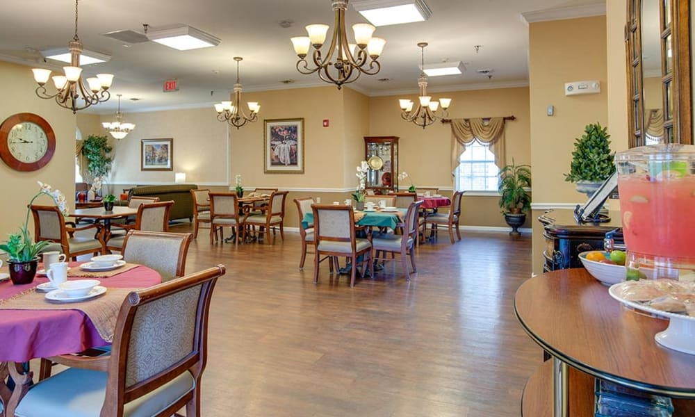 Dining room at The Arbors at WestRidge Place Senior Living in Sikeston, Missouri