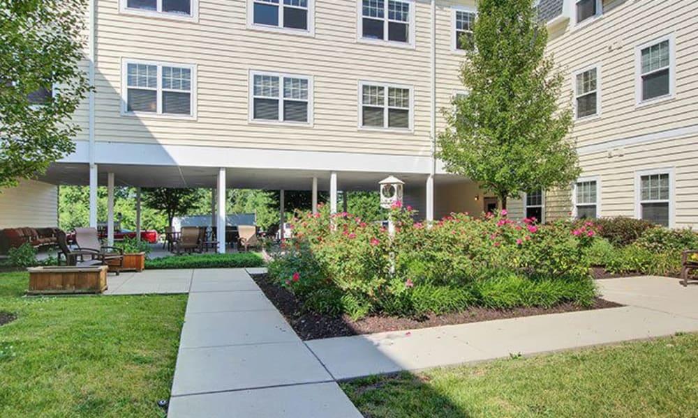 Outdoor courtyard at Keystone Villa at Douglassville in Douglassville, Pennsylvania
