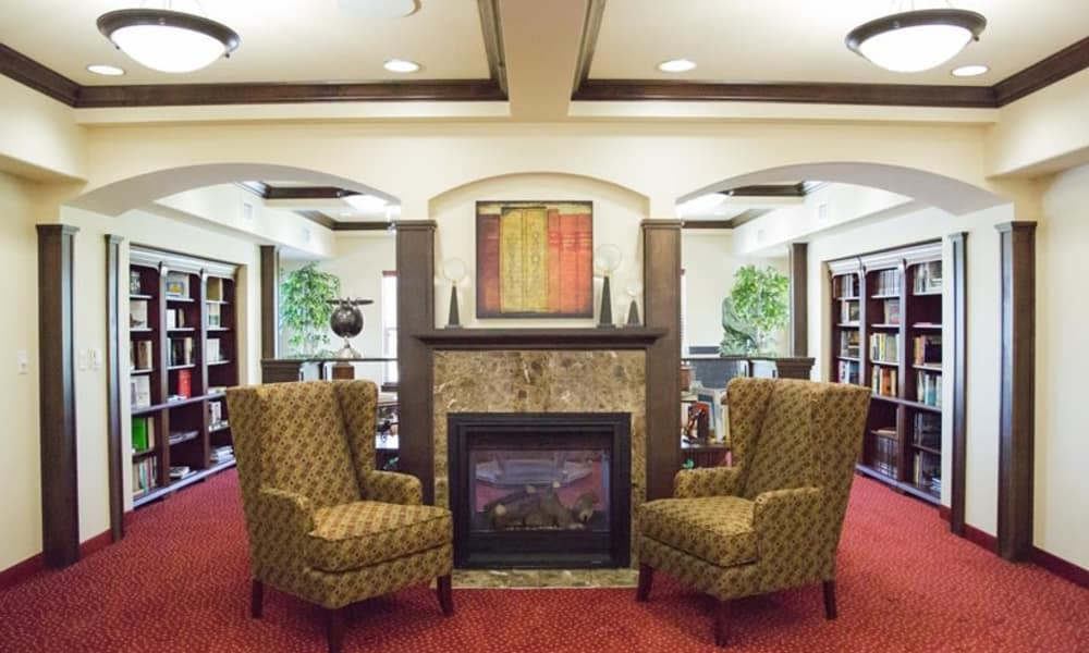 Fireside seating in the library at The Oaks Gracious Retirement Living in Georgetown, Texas