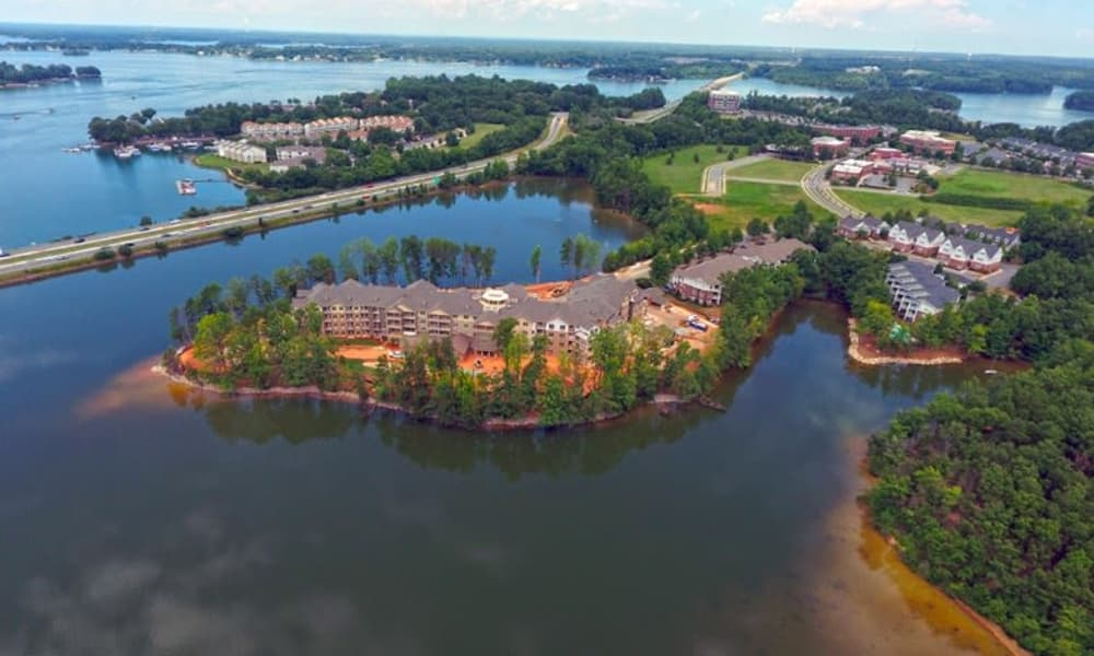 An aerial view of Williams Place Gracious Retirement Living in Davidson, North Carolina and the surrounding area
