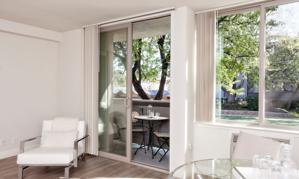 Palo Alto Plaza offers private patios in Mountain View, California