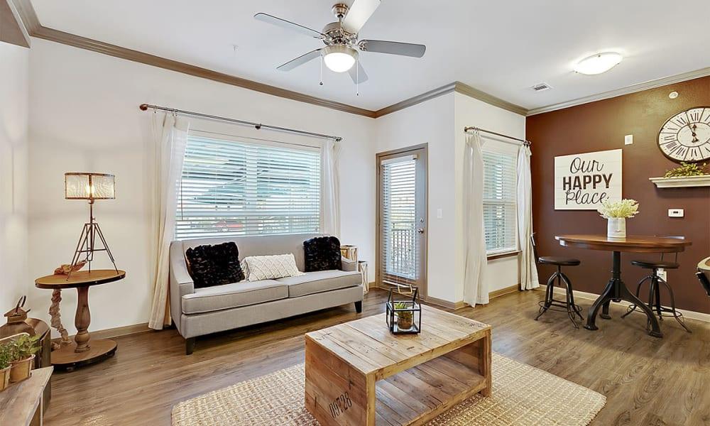 Spacious living room atPlum Creek Vue in Kyle, TX