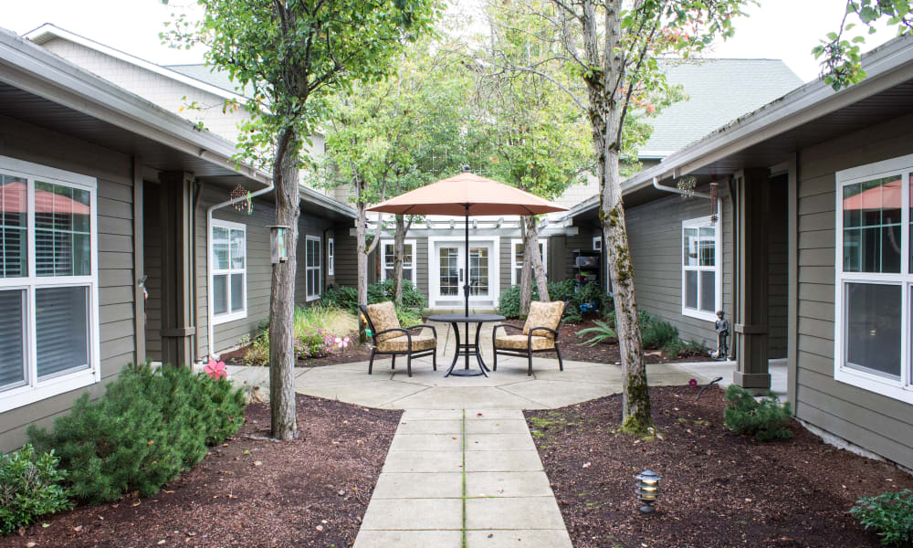 Courtyard at the center of Evergreen Memory Care in Eugene, Oregon