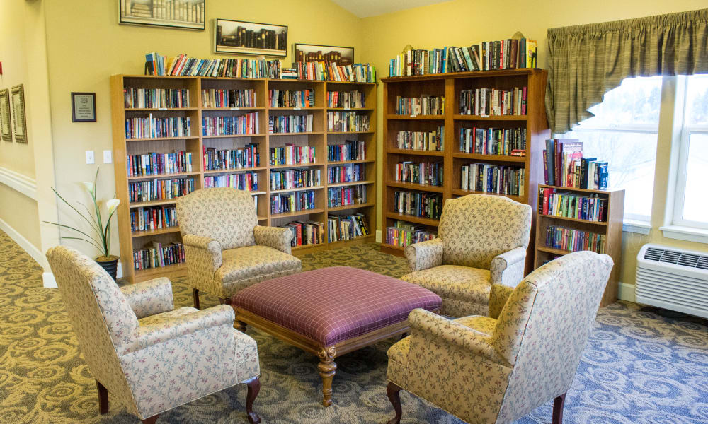 Library with group seating at Timber Pointe Senior Living in Springfield, Oregon