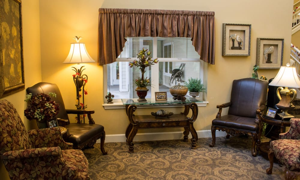 Reading corner at Timber Pointe Senior Living in Springfield, Oregon