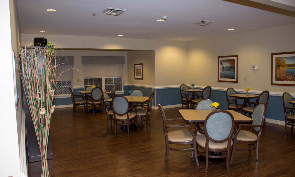 A large dining room at Heritage Green Assisted Living in Mechanicsville, Virginia