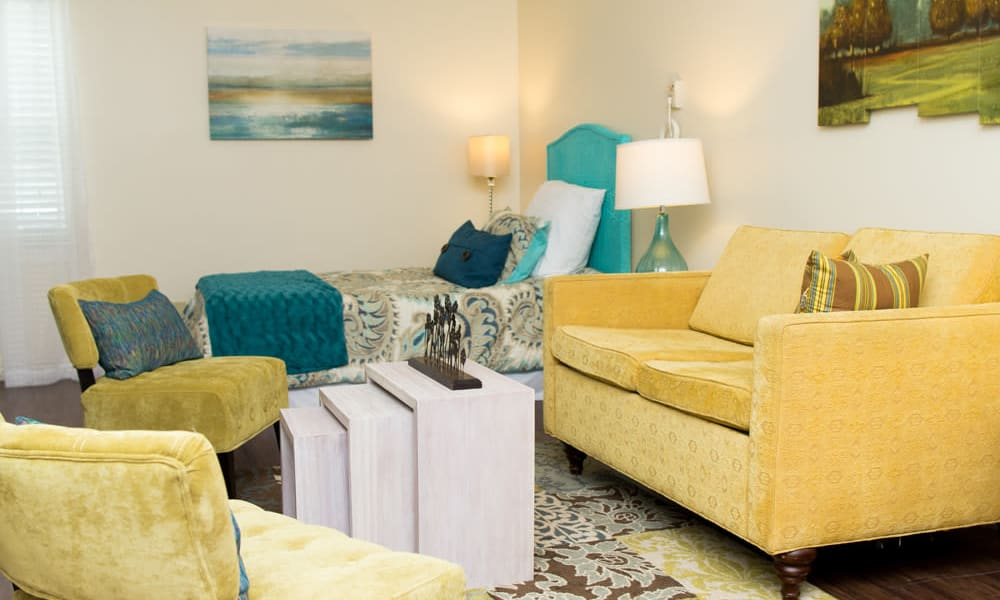 A cozy apartment living room at Heritage Green Assisted Living in Mechanicsville, Virginia