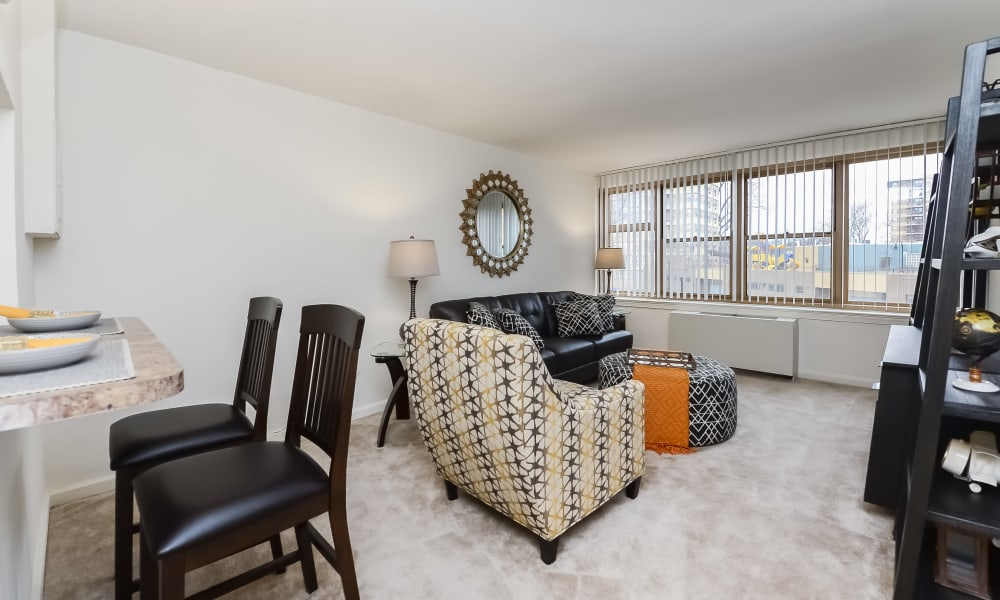 Living room at Parkview at Collingswood Apartment Homes in Collingswood, New Jersey