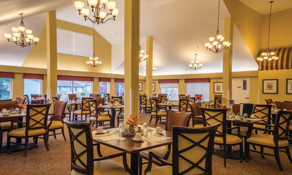 Massive dining hall at Maple Ridge Senior Living in Ashland, Oregon