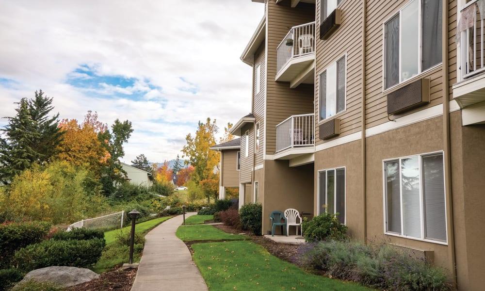 Exterior view of Maple Ridge Senior Living in Ashland, Oregon